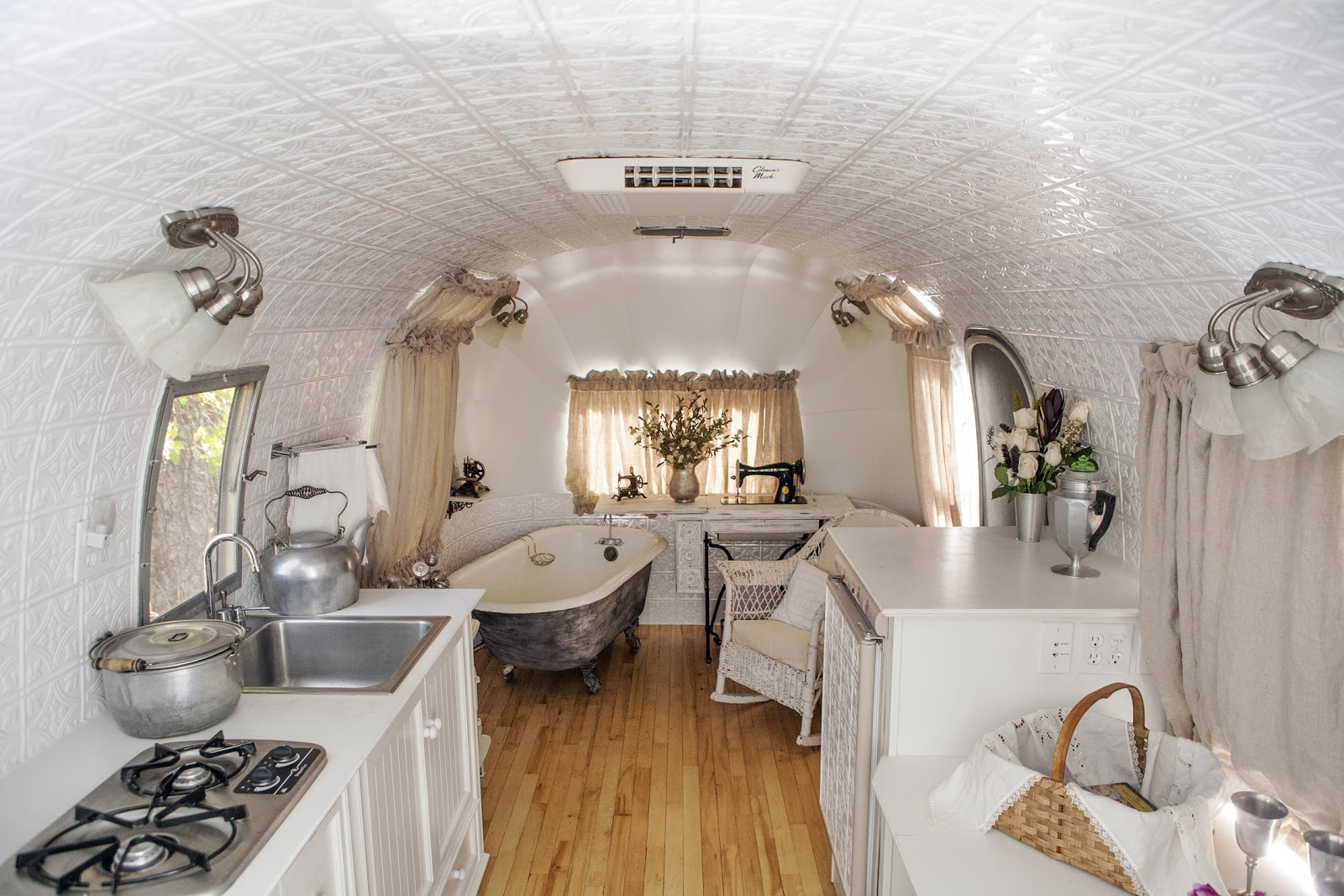 MaryJanesFarm-airstream_sink-tub-frig