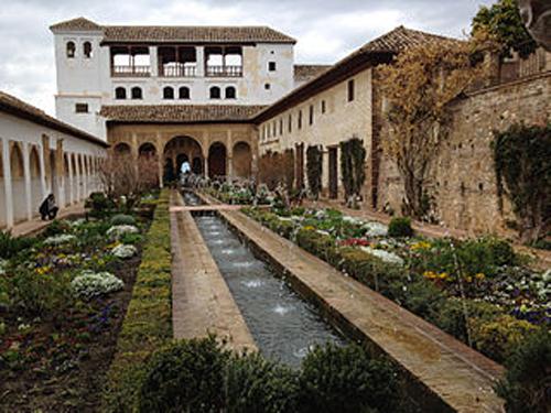 Generalife_gardens_in_Alhambra,_Granada